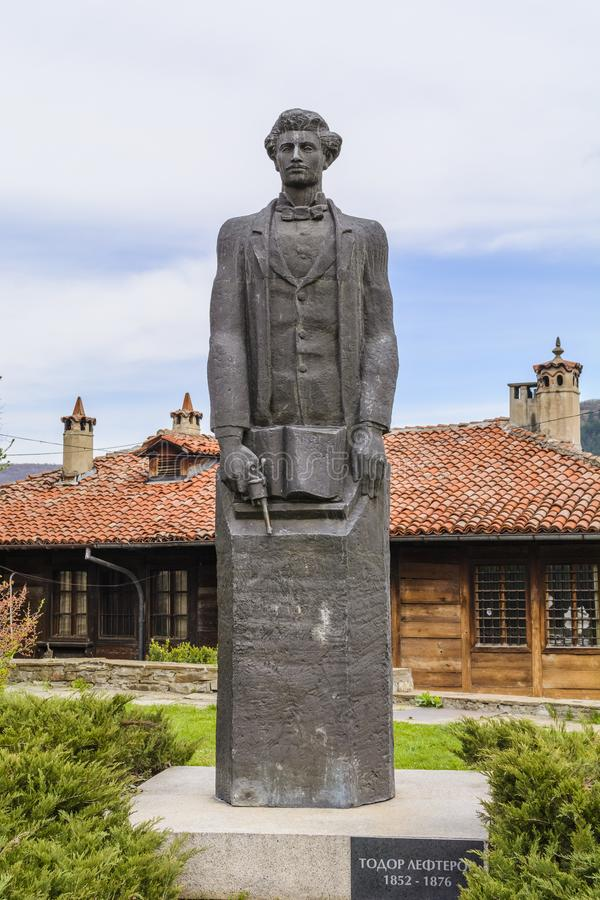 VELIKO TARNOVO, BULGARIJE - APRIL 03, 2015: het standbeeld van Todor Lefterov royalty-vrije stock afbeeldingen