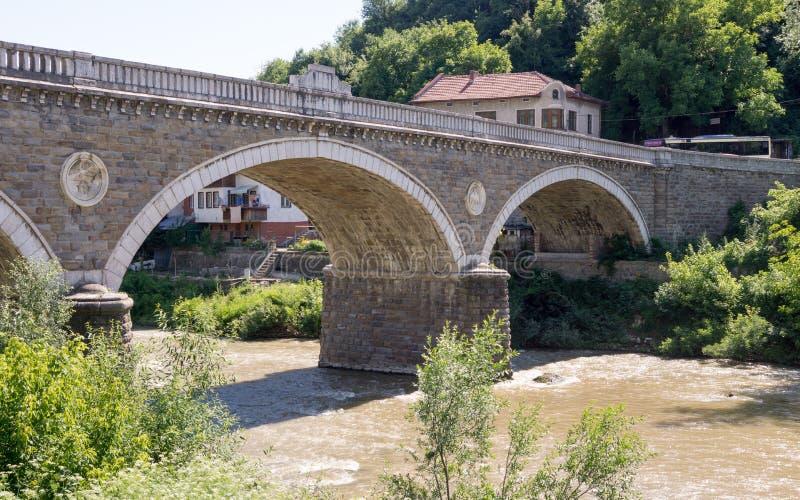 Veliko Tarnovo De oude steenbrug stock foto's