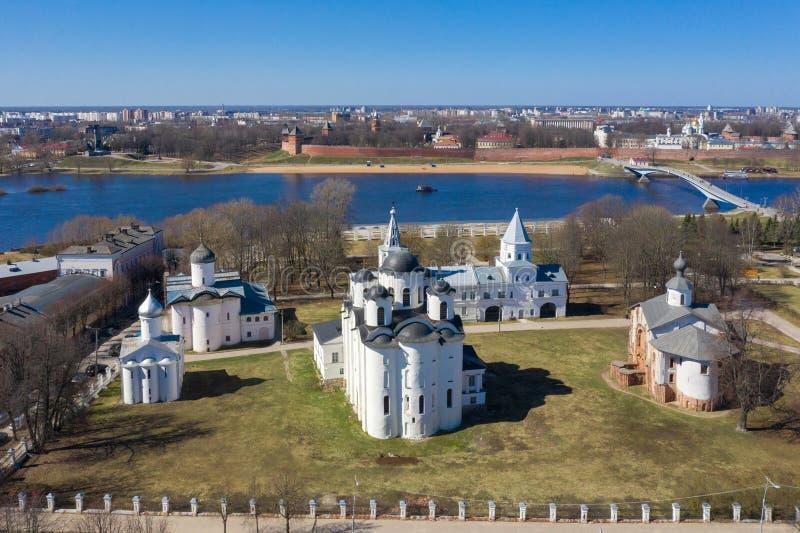 Veliky Новгород, суд Yaroslav, собор Nicholo-Dvorischensky, вид с воздуха от трутня стоковая фотография rf