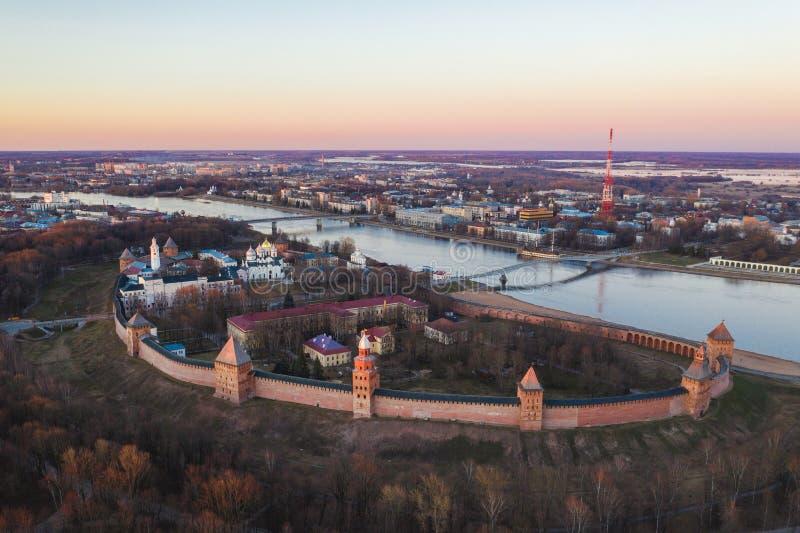 Veliky Novgorod, η παλαιά πόλη, οι αρχαίοι τοίχοι του Κρεμλίνου, καθεδρικός ναός του ST Sophia Διάσημη θέση τουριστών της Ρωσίας στοκ εικόνες