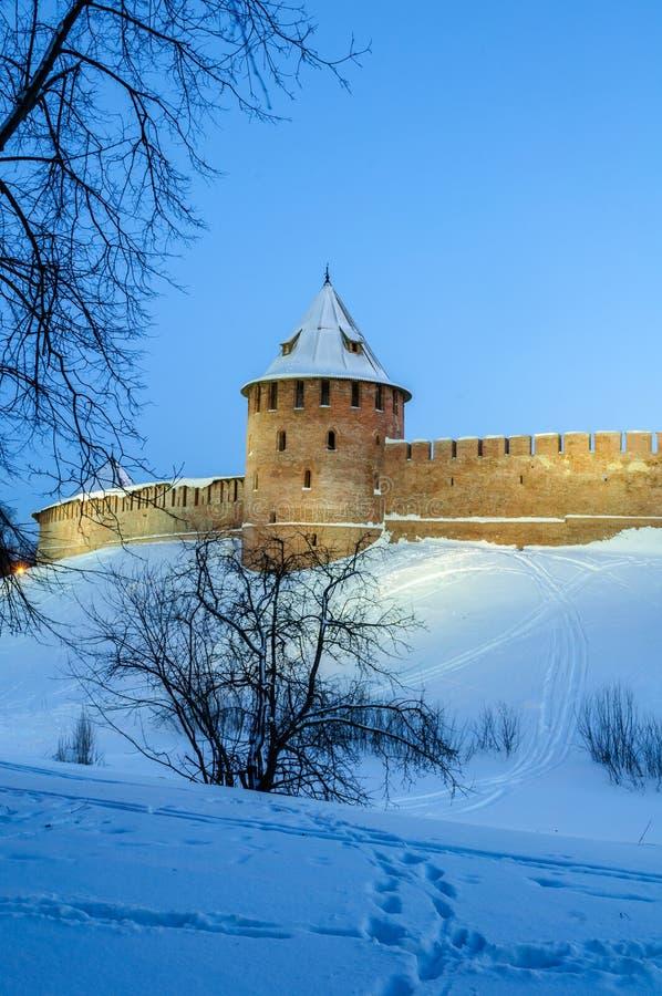 Veliky Novgorod Κρεμλίνο στη χειμερινή νύχτα σε Veliky Novgorod, Ρωσία, ζωηρόχρωμη άποψη χειμερινής νύχτας στοκ εικόνες με δικαίωμα ελεύθερης χρήσης
