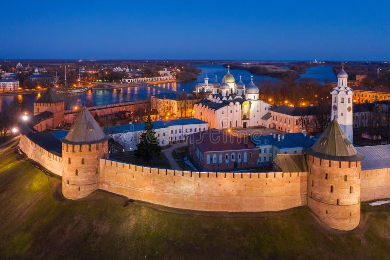 Veliky Novgorod, οι αρχαίοι τοίχοι του Κρεμλίνου και του καθεδρικού ναού του ST Sophia στοκ εικόνες με δικαίωμα ελεύθερης χρήσης