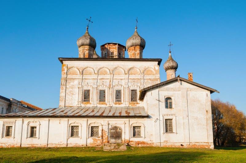 Veliky Novgorod, Ρωσία Καθεδρικός ναός αναζοωγόνησης του μοναστηριού Derevyanitsky στις γειτονιές Veliky Novgorod στην ημέρα φθιν στοκ εικόνα