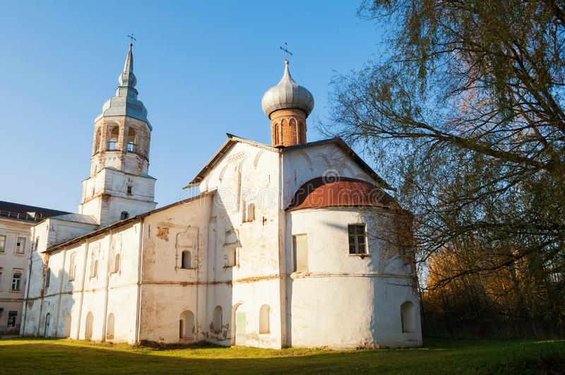 Veliky Novgorod, Ρωσία Υπόθεση της εκκλησίας της Virgin με το καμπαναριό, μοναστήρι Derevyanitsky στα περίχωρα Veliky Novgorod στοκ φωτογραφίες με δικαίωμα ελεύθερης χρήσης