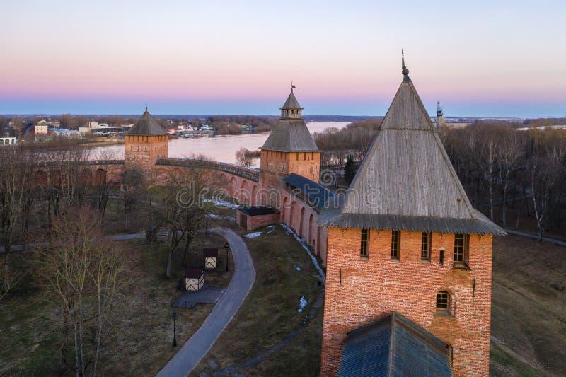 Veliky Novgorod, centro histórico, Kremlin, nivelando a vista de cima de, anel dourado de Rússia, vista aérea do zangão Centro de imagem de stock royalty free