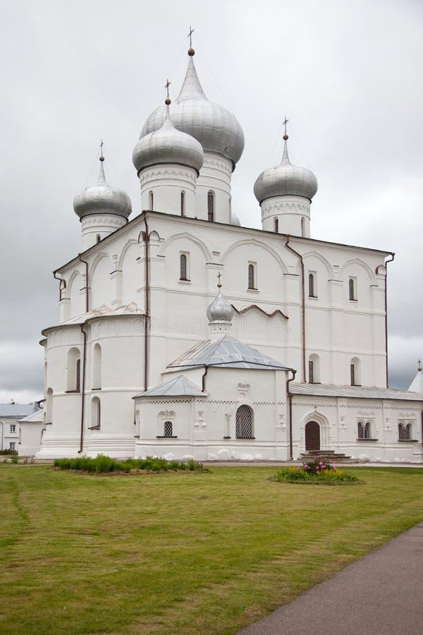 veliky novgorod för antagandeauktionkyrka Varlaamo-Hutynsky Spaso-Preobrazhensky kloster arkivfoton