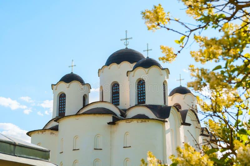 Veliky Novgorod, Rússia Opinião do close up de abóbadas do St Nicholas Cathedral em Yaroslav Courtyard, Veliky Novgorod, Rússia fotos de stock royalty free