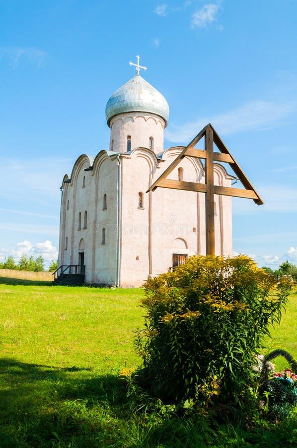 Veliky Novgorod, R?ssia Adore a igreja em Nereditsa - uma igreja ortodoxa da cruz e do salvador constru?da em 1198 fotos de stock