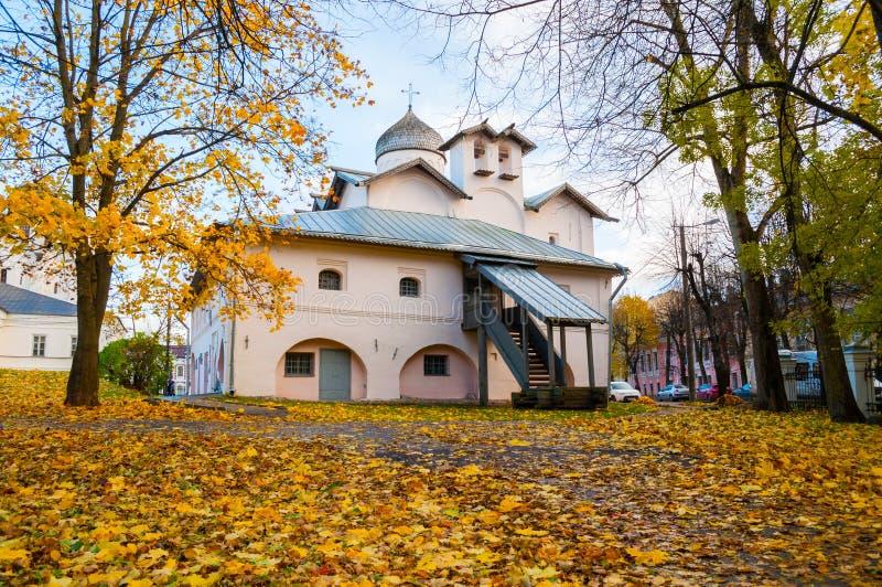 Veliky Novgorod, Rusia Iglesia de los Mirra-portadores en el patio de Yaroslav foto de archivo