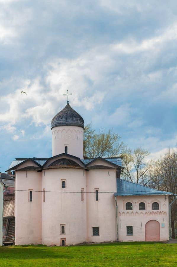 Veliky Novgorod, Rusia Iglesias de esposas los portadores de la mirra en el patio del ` s de Yaroslav foto de archivo libre de regalías