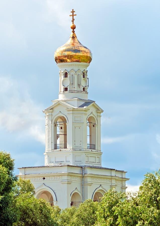 Veliky Novgorod Rusland De Klokketoren van het Yuriev-Klooster royalty-vrije stock foto's