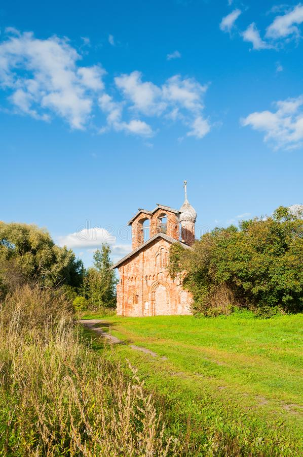 Veliky Novgorod, Rusland Kerk van St John Mild in Myachino in de buurt van Veliky Novgorod, Rusland royalty-vrije stock foto's