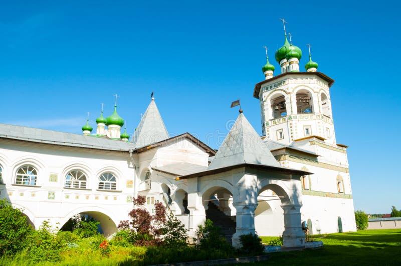 Veliky Novgorod, Rusland Klokketoren en architecturaal ensemble in het stauropegic vrouwelijke klooster van Nicholas Vyazhischsky stock foto's