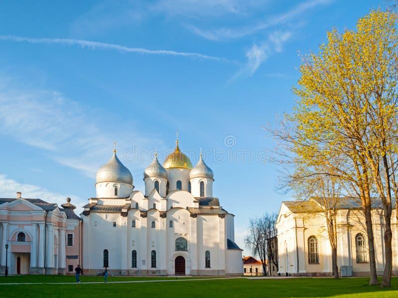 Veliky Novgorod, Rusland St Sophia kathedraal in de lente zonnige avond Architectuurlandschap van het ori?ntatiepunt van Veliky N royalty-vrije stock afbeeldingen