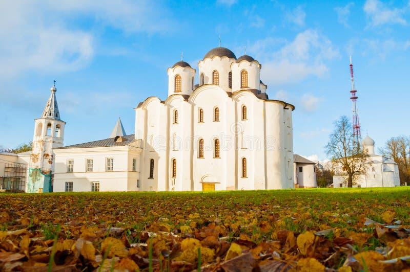 Veliky Novgorod, Russia Vista panoramica delle chiese ad Yaroslav Courtyard con la cattedrale di San Nicola al centro fotografia stock