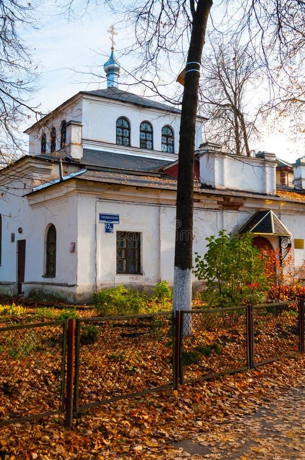 Veliky Novgorod, Russie Temple du grands martyre et guérisseur Panteleimon, scène d'automne photographie stock libre de droits
