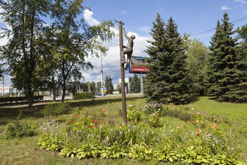 VELIKY NOVGOROD, RUSSLAND - 2. AUGUST 2015: Foto des Monumentelektrikers, Rettungskatze stockbild
