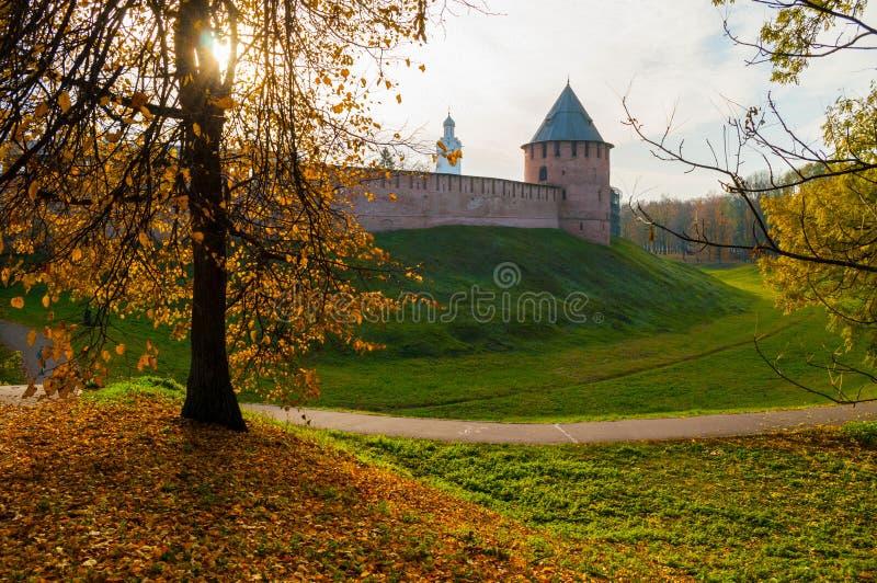 Veliky Novgorod, Russland Fedor-Turm und Glockenturm mittelalterlicher Festung Veliky Novgorod der Kreml lizenzfreie stockfotografie