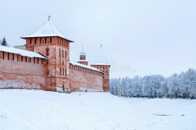 Veliky Novgorod, Russland Fedor und Stadttürme von Veliky Novgorod der Kreml, Architekturwinterpanorama stockfoto
