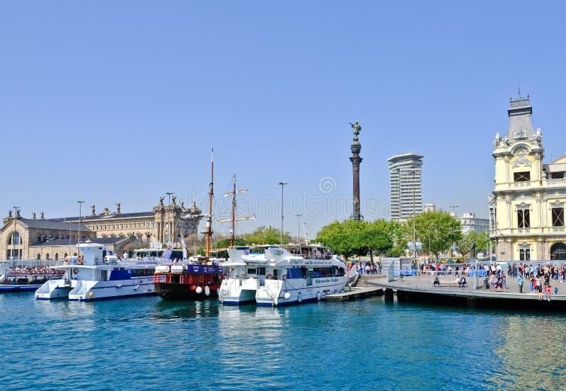 Vell portuário e Columbus Monument, porto de Barcelona, Espanha fotos de stock