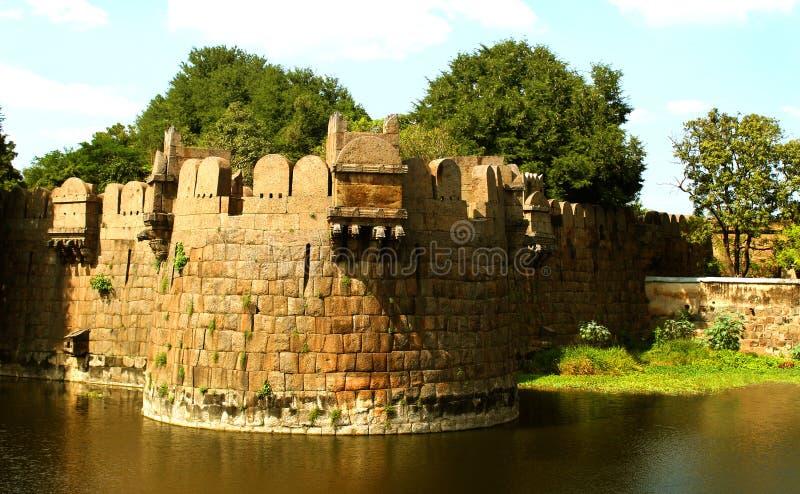 vellore堡垒的巨型城垛与树和沟槽的 图库摄影