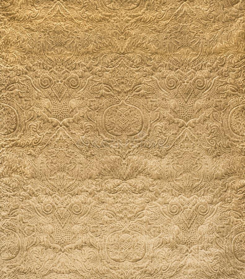 Velluto dell'oro con il campione d'annata impresso del tessuto del modello fotografia stock