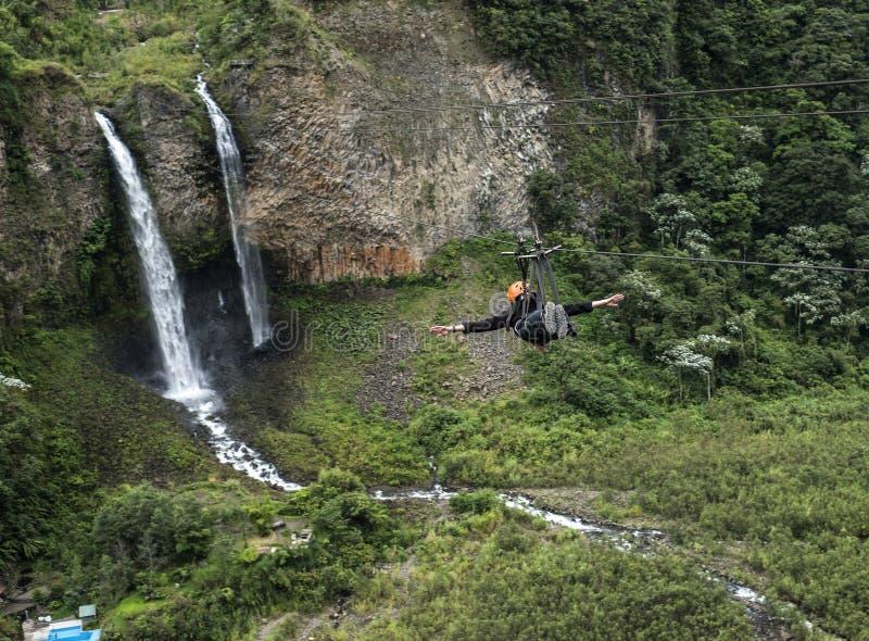 Velo nupcial (Manto de la novia), cascada, Banos, Ecuador imagen de archivo