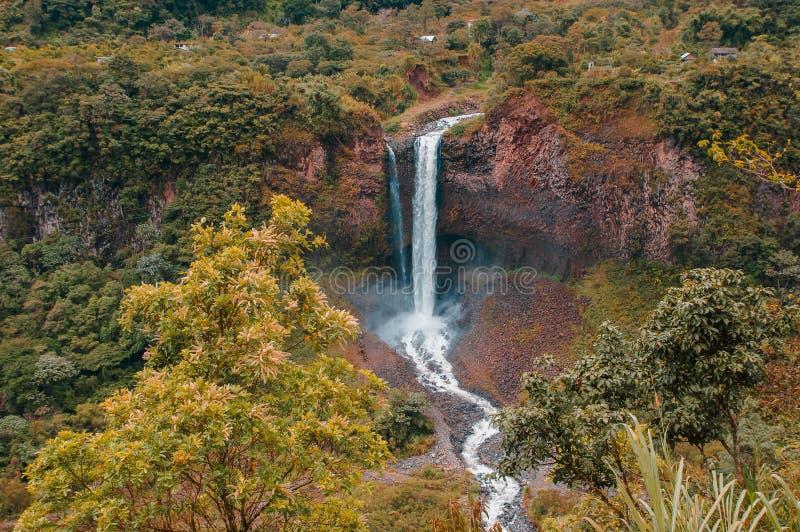 Velo nuziale Manto de la novia, cascata in itinerario delle cascate, Banos, Ecuador fotografie stock