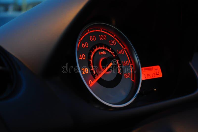 Velocímetro de um carro parado foto de stock royalty free