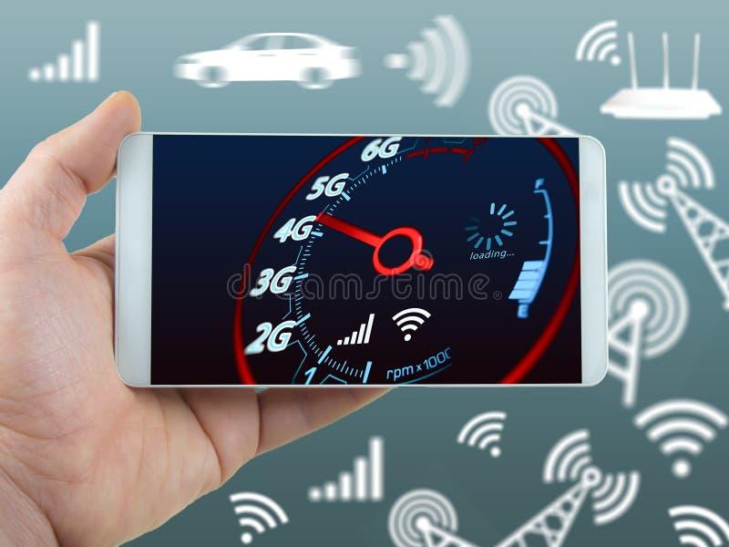 Velocidade do Internet do telefone celular e conceito à mão do telefone foto de stock royalty free