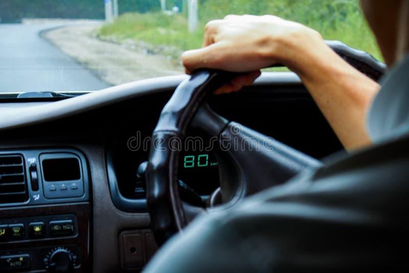 Velocità della ruota sterzante 80 km h immagini stock