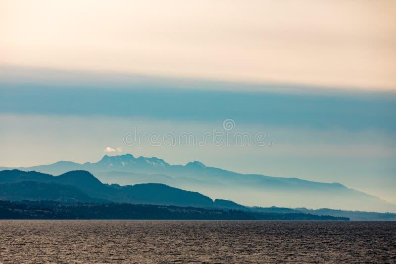 Velos de niebla del océano Pacífico Vancouver Island BC Canadá imagenes de archivo