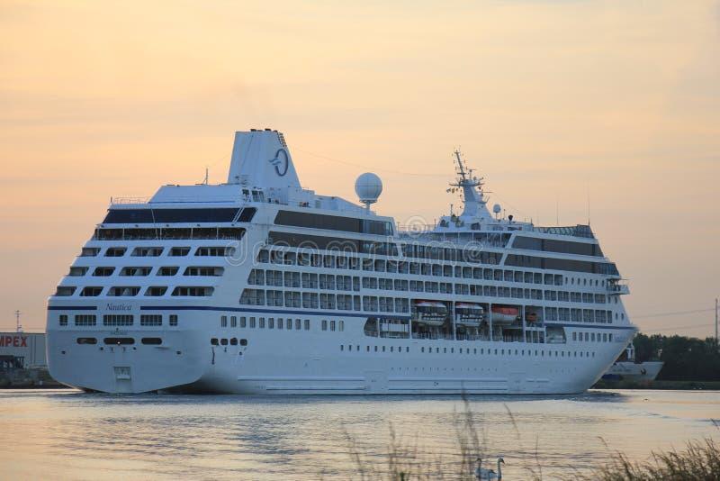 Velsen, die Niederlande - 15. Juni 2017: Nautica - Ozeanien-Kreuzfahrten lizenzfreie stockfotografie
