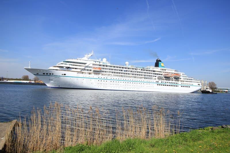 Velsen holandie - May 6th 2016: MS Amadea statek wycieczkowy zdjęcia royalty free
