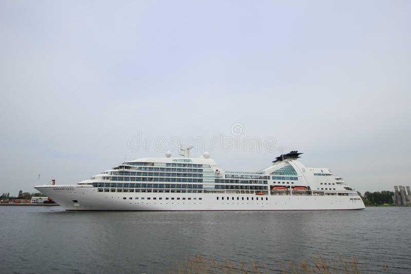 Velsen holandie - mei 10th 2016: Seabourn poszukiwanie obrazy royalty free