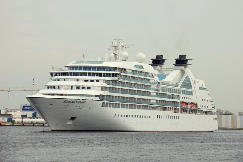 Velsen holandie - mei 10th 2016: Seabourn poszukiwanie obraz stock