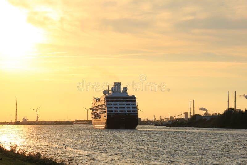 Velsen holandie - Sierpień, 27th 2016: Azamara poszukiwanie obraz royalty free