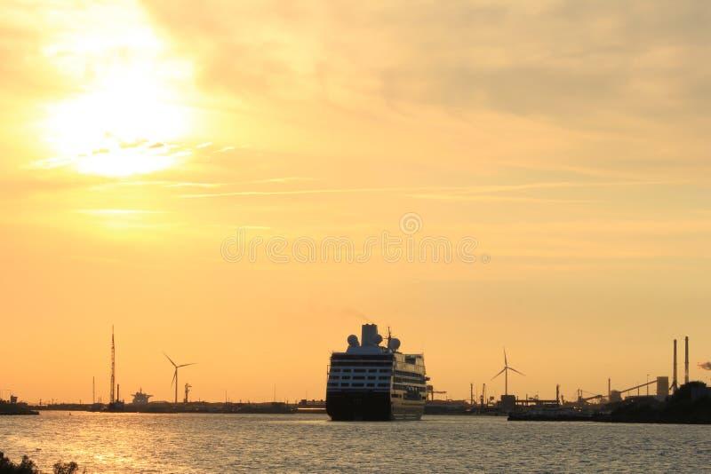 Velsen holandie - Sierpień, 27th 2016: Azamara poszukiwanie zdjęcia royalty free