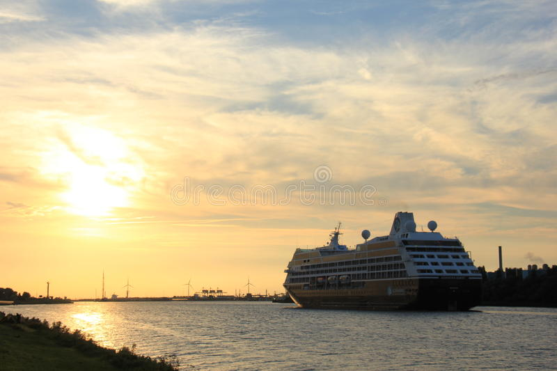 Velsen holandie - Sierpień, 27th 2016: Azamara poszukiwanie fotografia royalty free