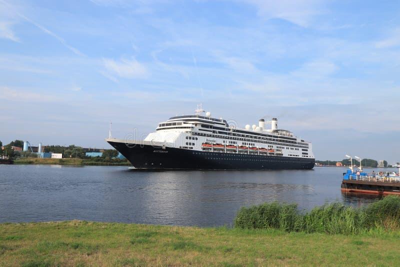 Velsen Nederländerna - Augusti 4th 2019: Ms Rotterdam royaltyfria foton