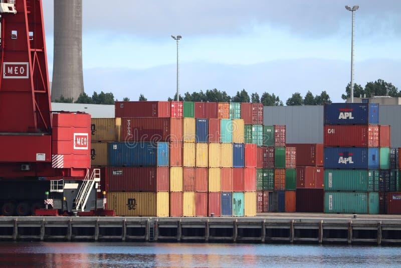 Velsen Nederländerna Juli 5th 2018: intermodal behållare på en terminal fotografering för bildbyråer