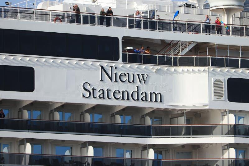Velsen Nederländerna - Juli 7th 2019: Ms Nieuw Statendam royaltyfria foton