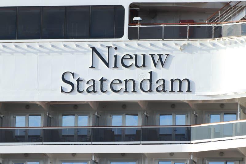 Velsen Nederländerna - Juli 7th 2019: Ms Nieuw Statendam fotografering för bildbyråer