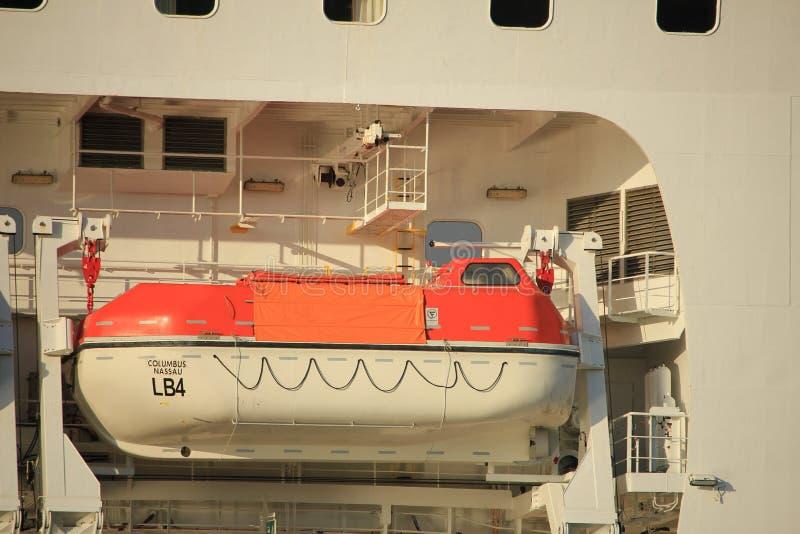 Velsen Nederländerna - Oktober, 15th 2017: Columbus av kryssning & maritima resor, säkerhetsskyttlar royaltyfri fotografi