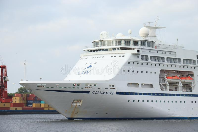 Velsen Nederl?nderna - Maj 30th, 2019: Columbus av kryssning & maritima resor royaltyfria bilder