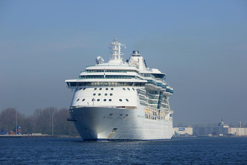 Velsen, os Países Baixos - abril, 20 2018: MS Brilliance dos mares imagem de stock