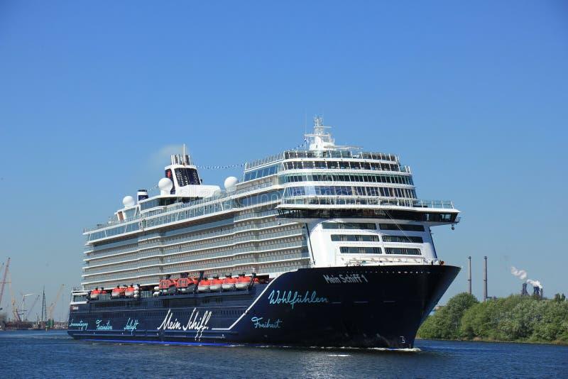 Velsen, Paesi Bassi - 7 maggio 2018: Mein Schiff 1 TUI Cruises fotografie stock libere da diritti