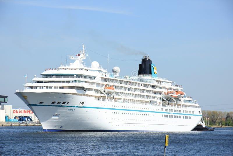 Velsen, Paesi Bassi - 6 maggio 2016: Nave del ms Amadea Cruise immagini stock