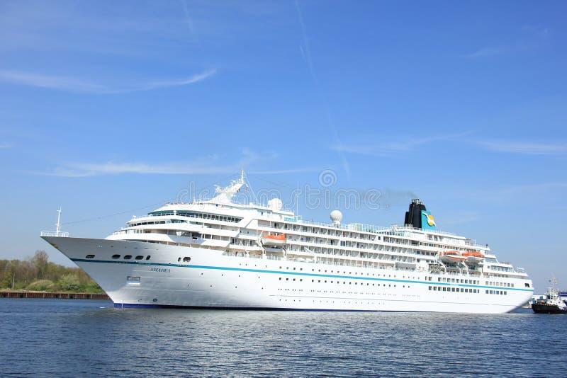 Velsen, Paesi Bassi - 6 maggio 2016: Nave del ms Amadea Cruise fotografia stock