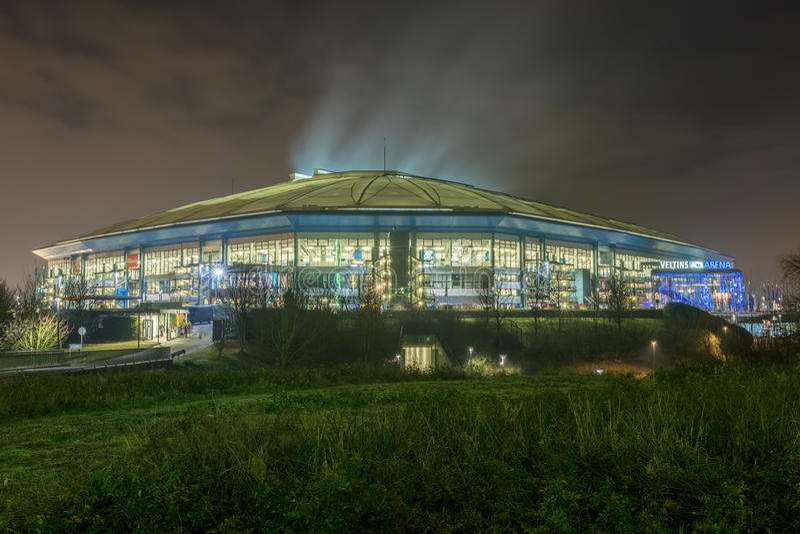 Veltins arena i Gelsenkirchen på natten av den årliga Biathlonhändelsen royaltyfri foto